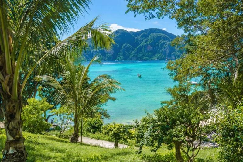 Cảnh biển xanh nguyên sơ và đầy nắng tại quần đảo Andaman