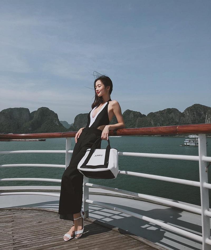 Check in du thuyền khi du lịch Vịnh Hạ Long