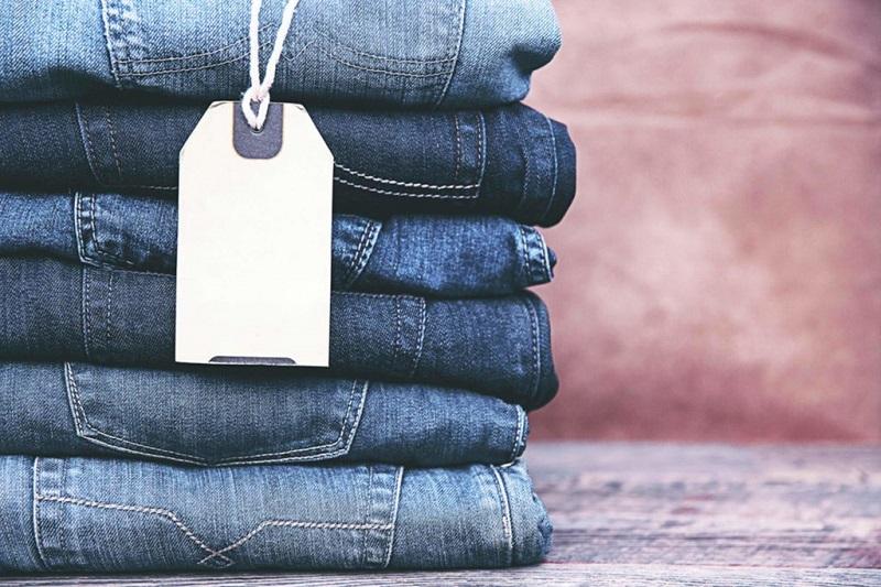 Các tập quần vải chất liệu denim