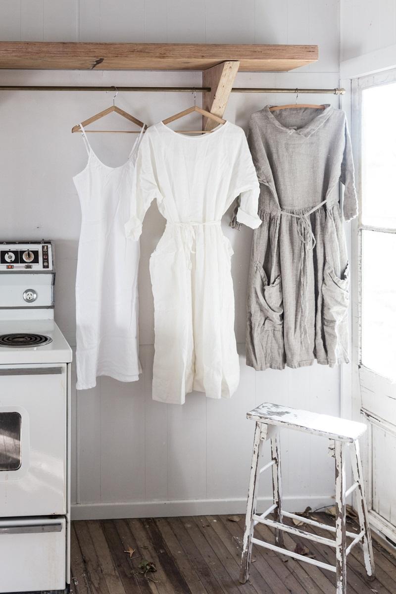 Phơi trang phục chất liệu vải đũi
