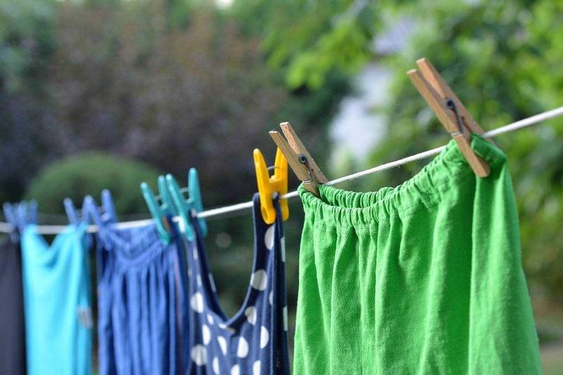 Phơi quần áo vải cotton ở nơi thoáng mát