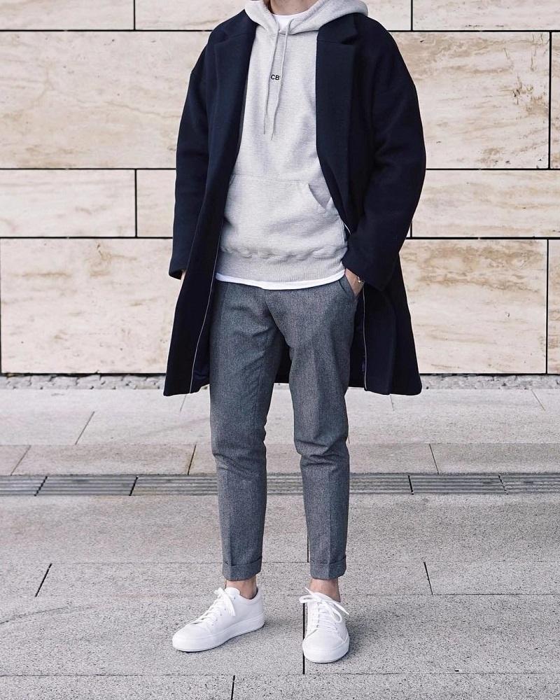 Mix match cùng áo hoodie áo khoác da và quần kaki lửng
