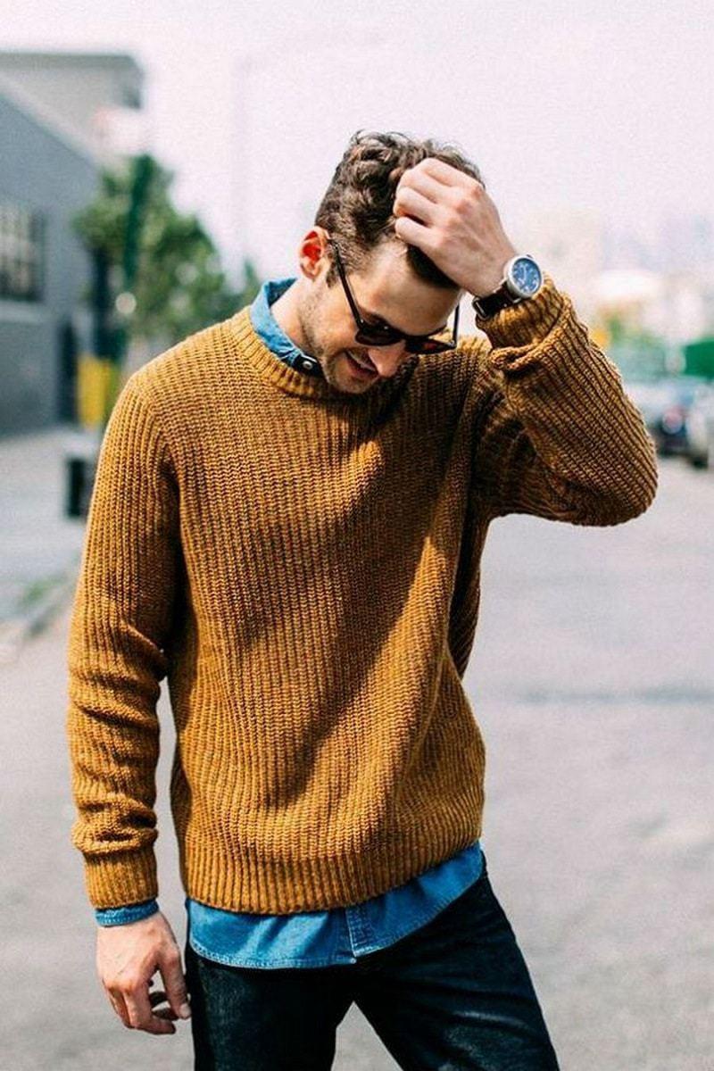 Diện áo sơ mi bên trong và mix cùng áo len bên ngoài cũng là gợi ý hay ho