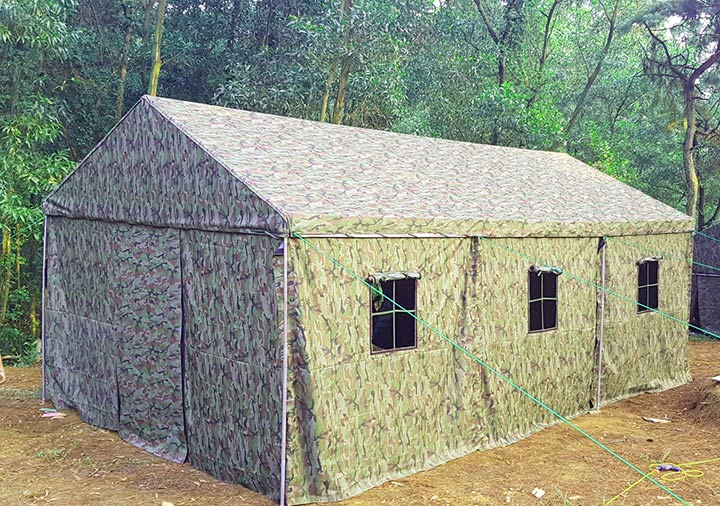 Nhà bạt có không gian rộng rãi và cửa sổ thoáng đãng