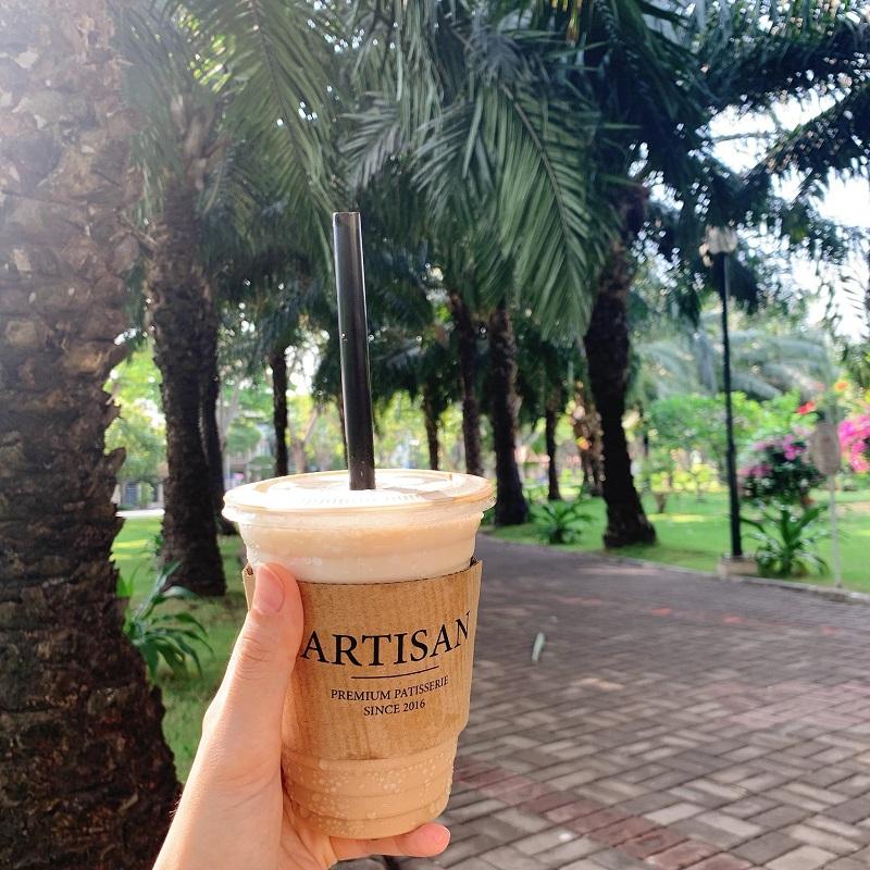 Thưởng thức trà sữa và đi dạo công viên