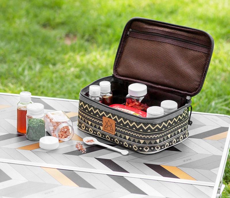 Các hộp đựng gia vị kích thước nhỏ nên có thể cất vào trong túi tiện lợi