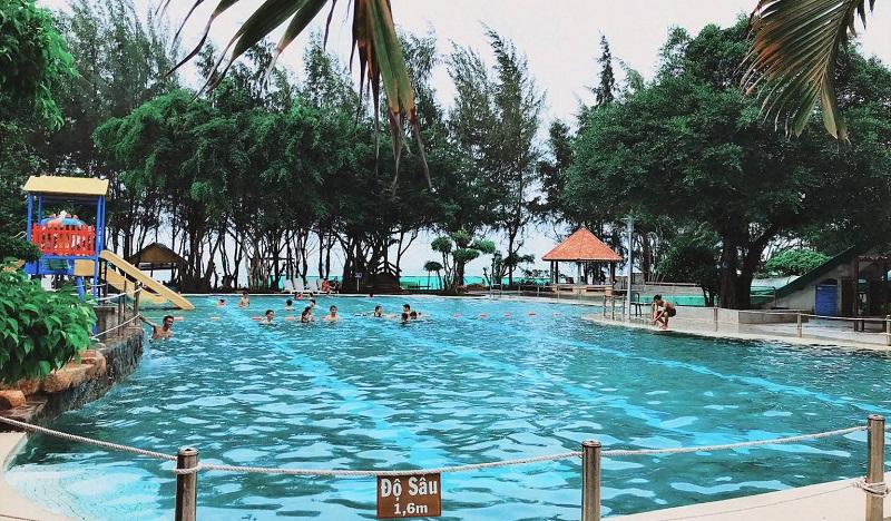 Bể bơi rộng rãi và sạch sẽ tại Zenna Pool Camp