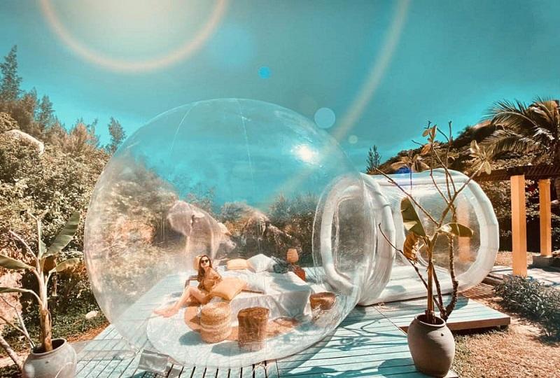 Căn nhà bong bóng ở khu dã ngoại Trung Lương