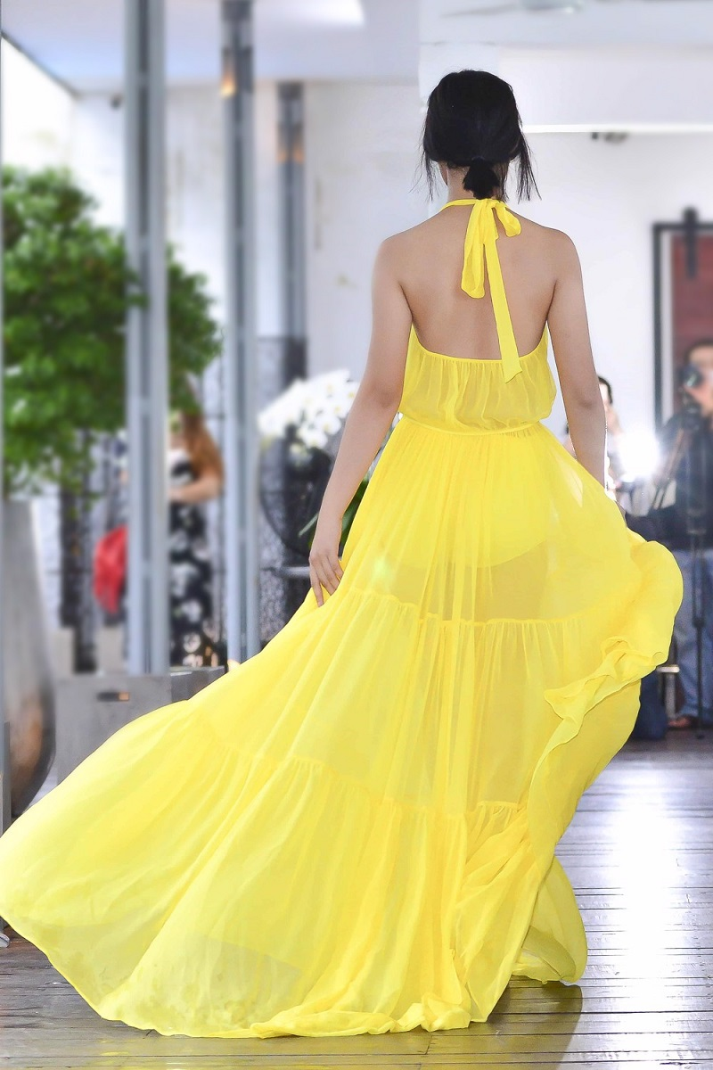 Vải mỏng nhẹ tạo nên sự bồng bềnh cho trang phục