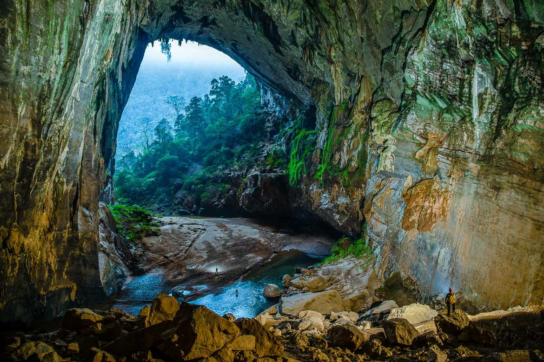 Bên trong hang Én Quảng Bình