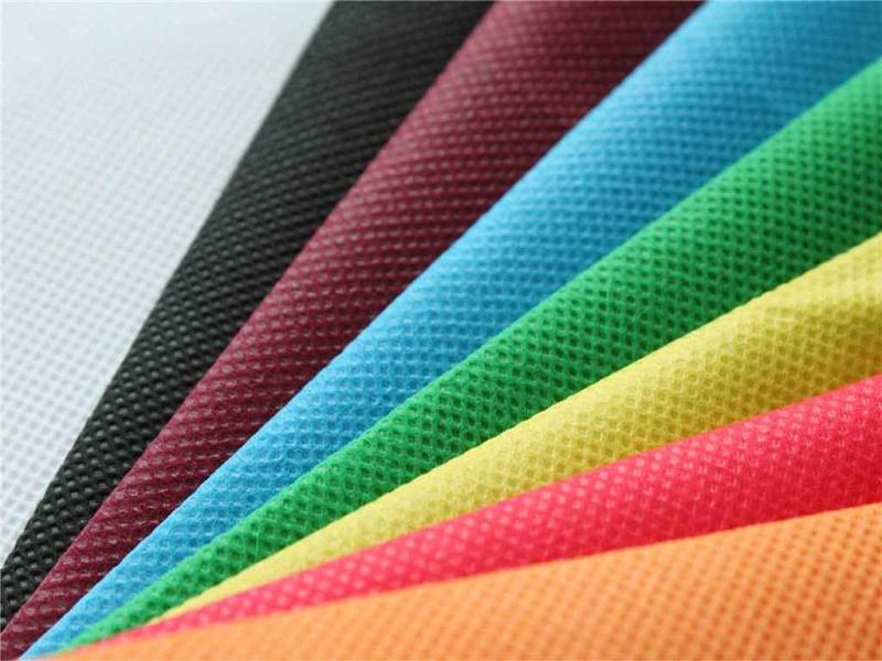 Vải không dệt có màu sắc đồng nhất