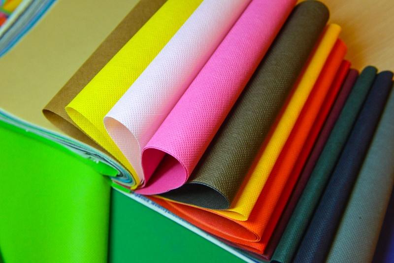 Tập vải không dệt màu sắc