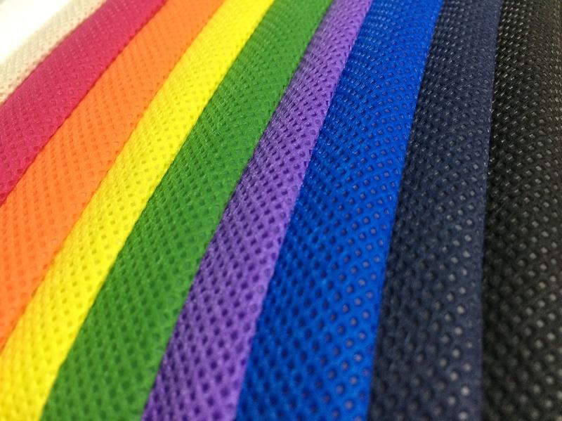 Các thước vải không dệt nhiều màu sắc