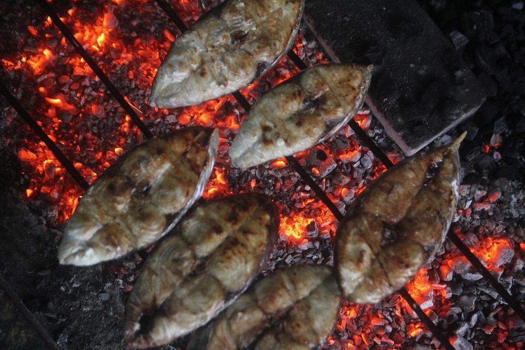 ăn cá nướng