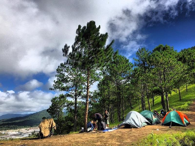 Dựng lều trại trên đỉnh núi Hòn Bồ Đà Lạt