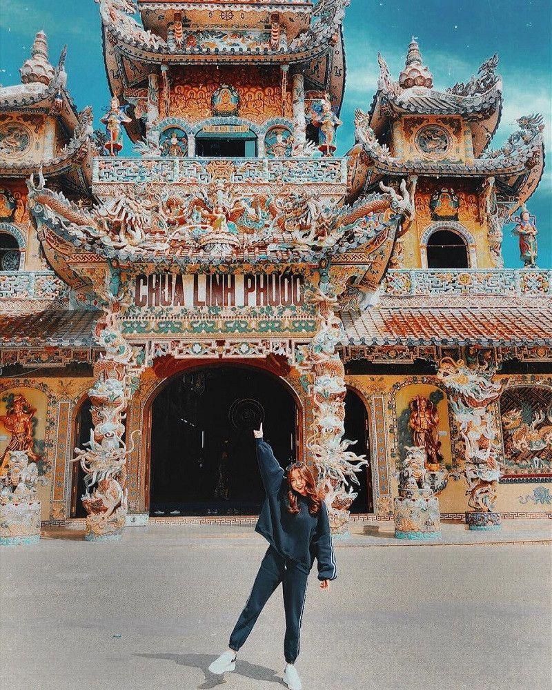 Tham quan chùa Linh Phước Đà Lạt