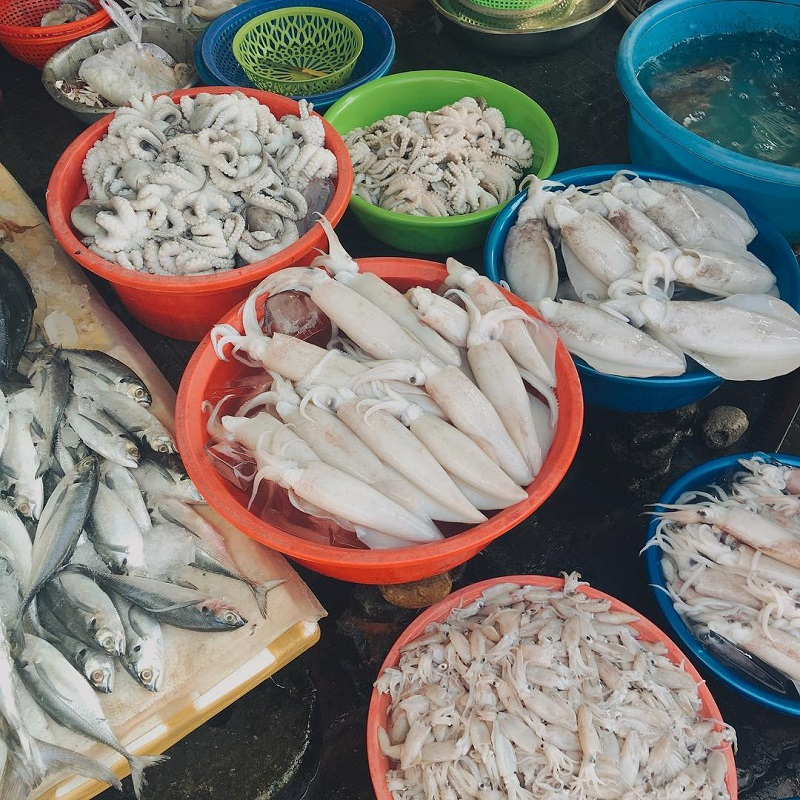 Hải sản tươi tại chợ Phước Hải