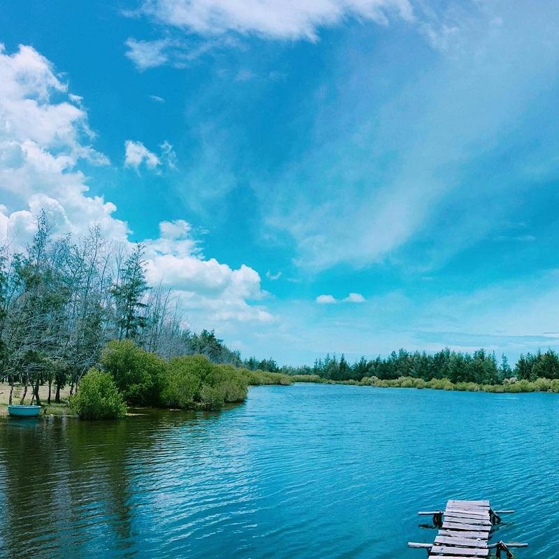 Khung cảnh trong lành tại Hồ Cốc