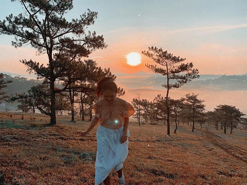 Khung cảnh hoàng hôn lãng mạn ở Hòn Bồ