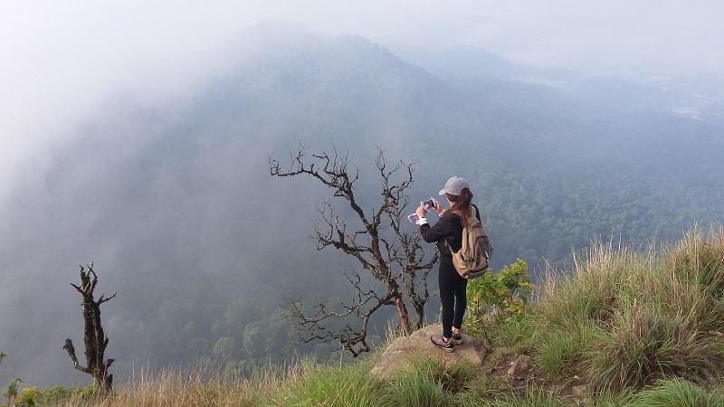 Dừng chân chụp hình trên đường lên đỉnh Lang biang