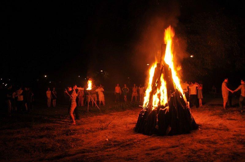 Các nhóm đốt lửa trại