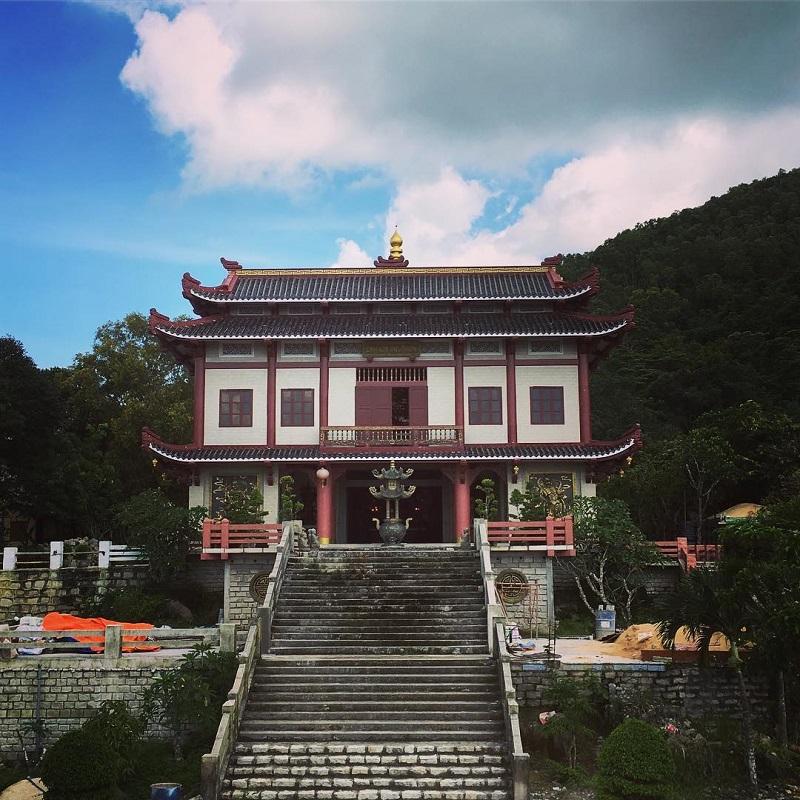 Không gian bên ngoài chùa núi Thị Vải