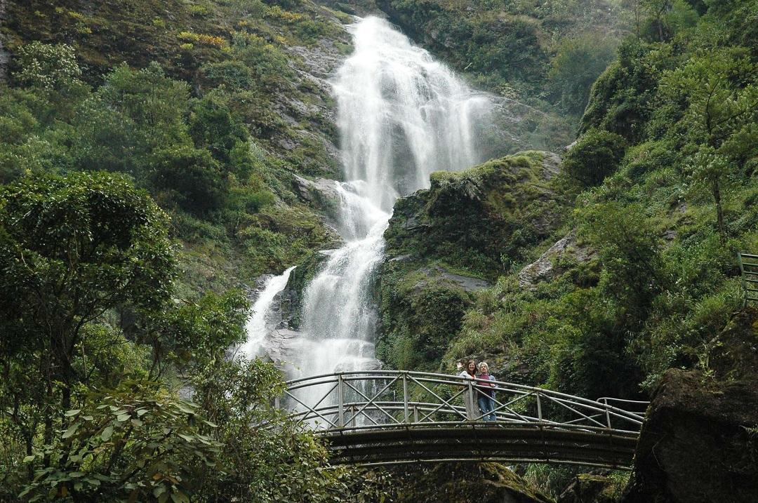 thác nước tại nhìu cồ san