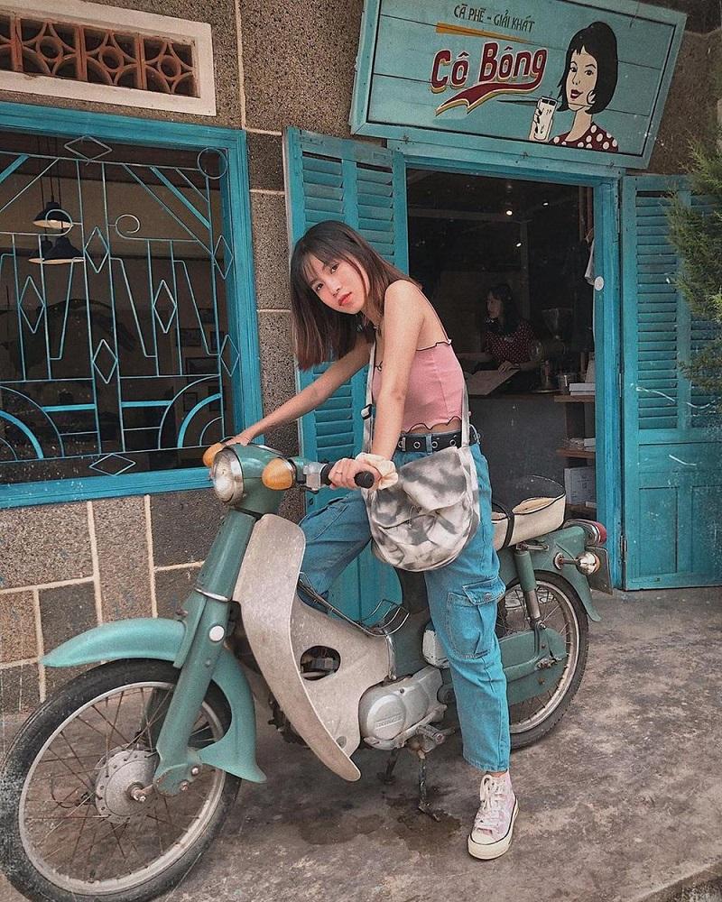 Chụp hình phong cách vintage ở quán cà phê Cô Bông