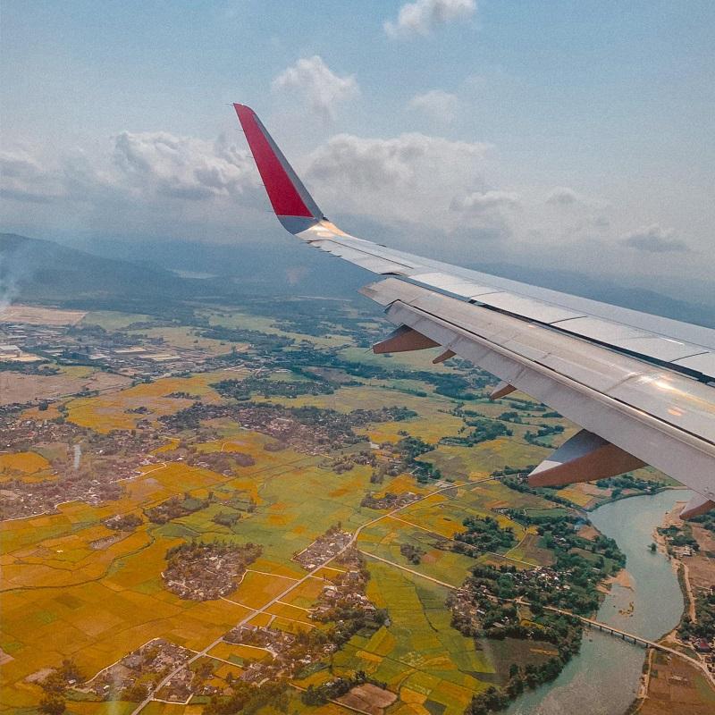 Khung cảnh nhìn từ cửa sổ máy bay