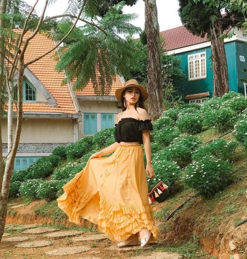 Biệt điện Trần Lệ Xuân với không gian cổ điển, yên bình rất thích hợp cho các nàng sống ảo.