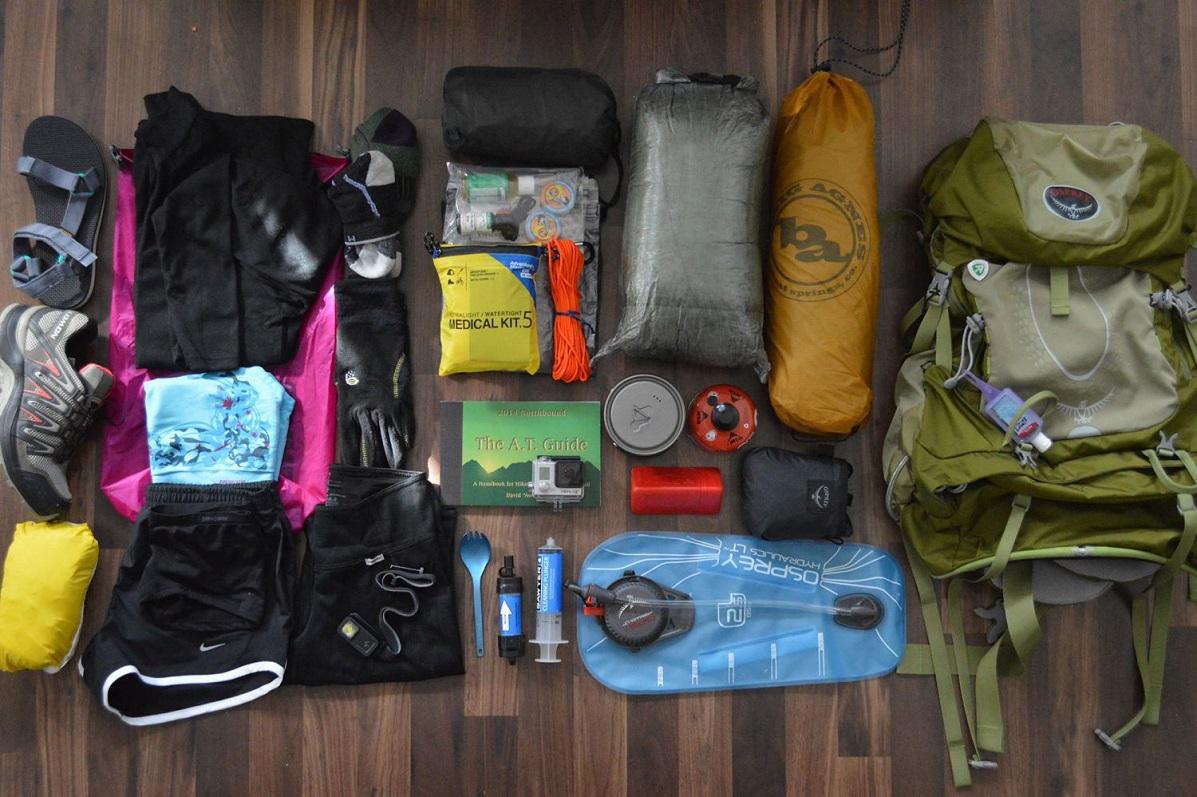 chuẩn bị đồ đi trekking