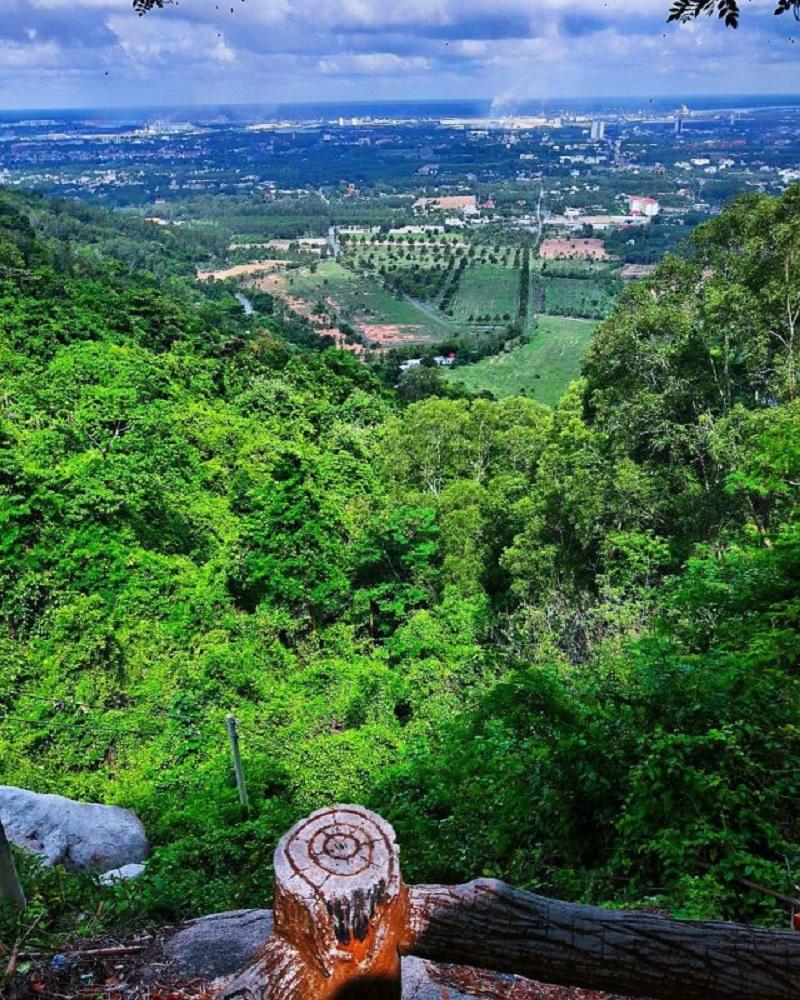 Khung cảnh nhìn từ đỉnh núi Thị Vải