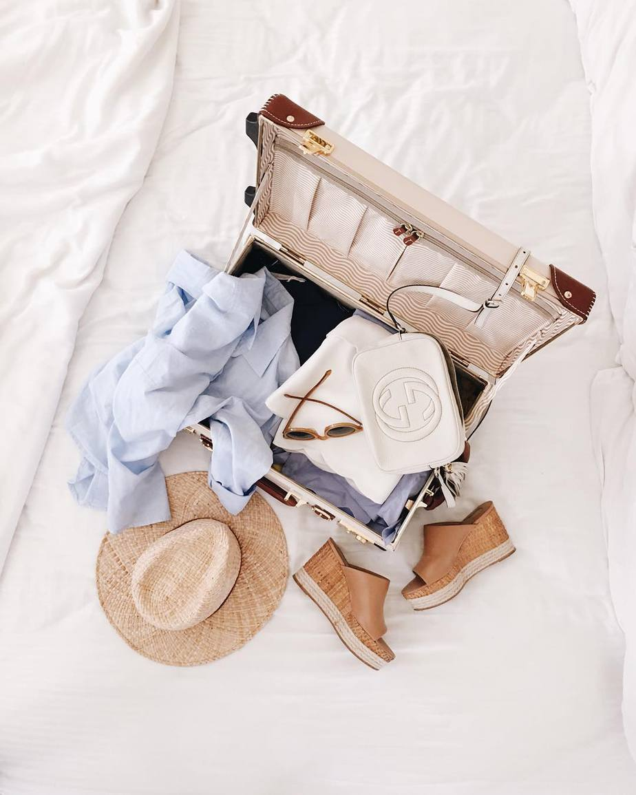 vali quần áo