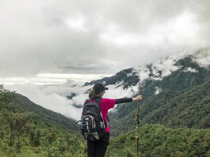 mây mù bao phủ dọc đường trekking
