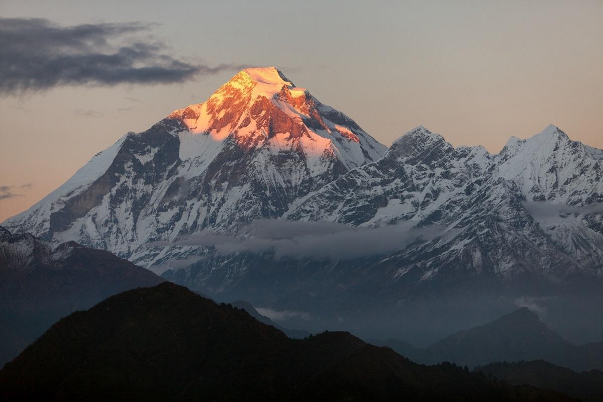 đỉnh núi Dhaulagiri lúc hoàng hôn