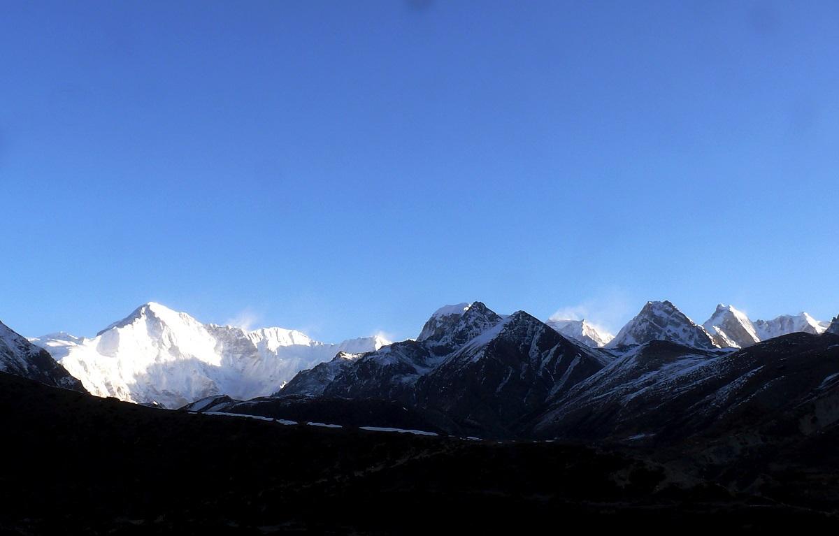 những dãy núi điệp trùng giữa khung trời xanh thẳm