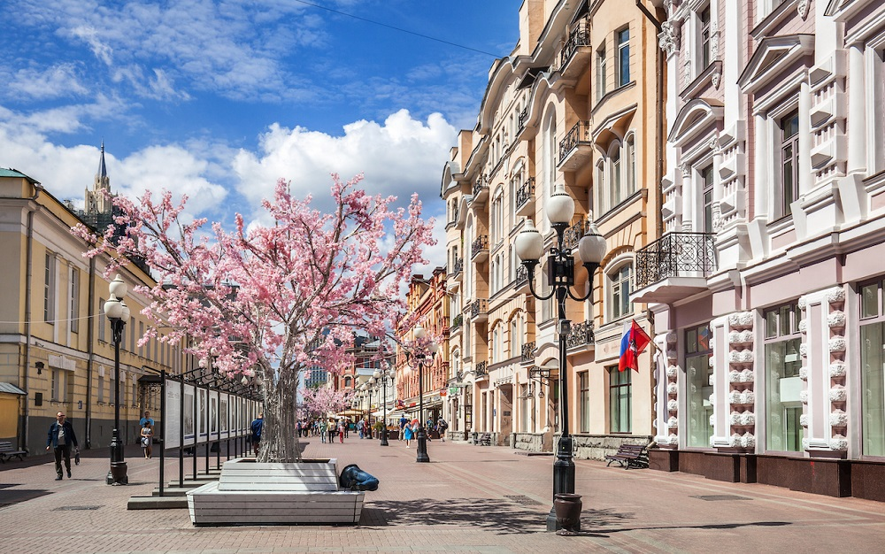 khu phố cổ Arbat còn là nơi sinh sống của rất nhiều những nhà thơ, nhà văn nổi tiếng của Nga