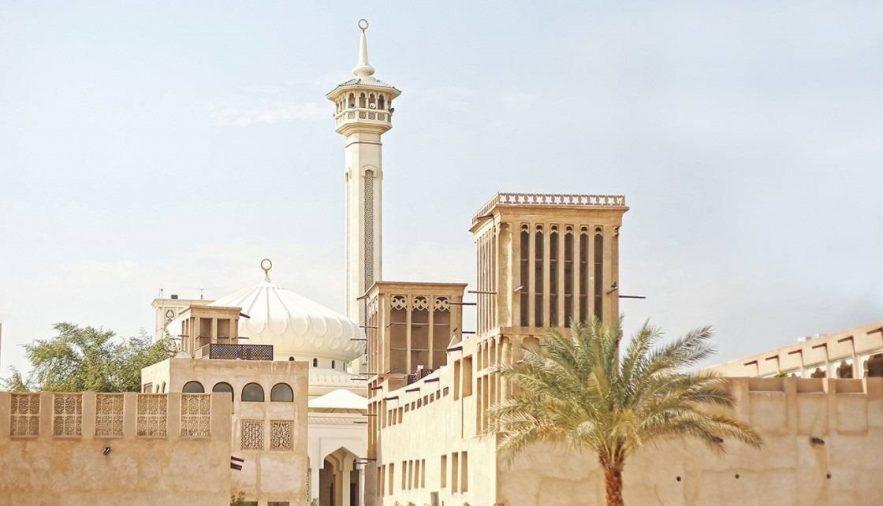 Phố cổ Al Fahidi Bastakiya với những tòa nhà theo kiến trúc cổ
