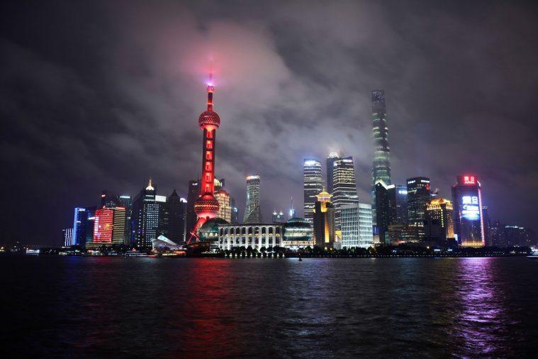 Bến Thượng Hải lung linh khi lên đèn