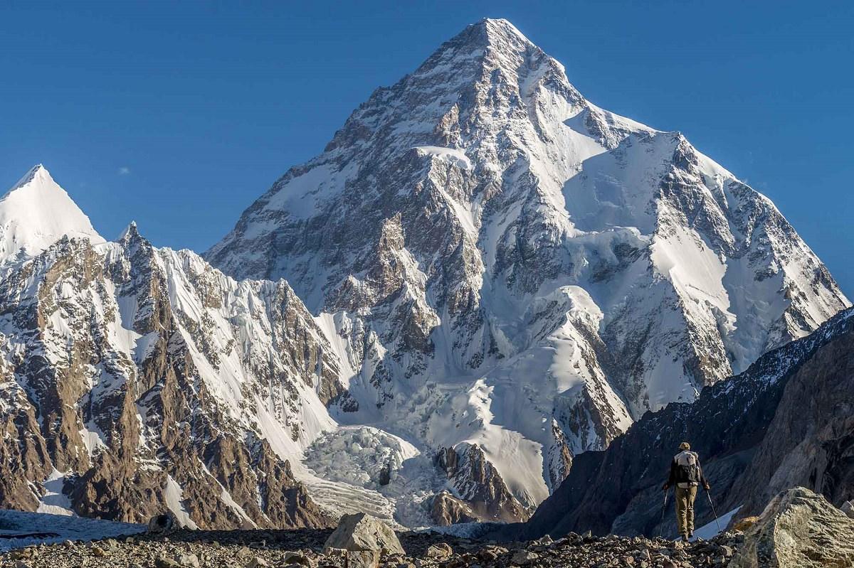 những dãy núi tuyết điệp trùng trên đỉnh K2