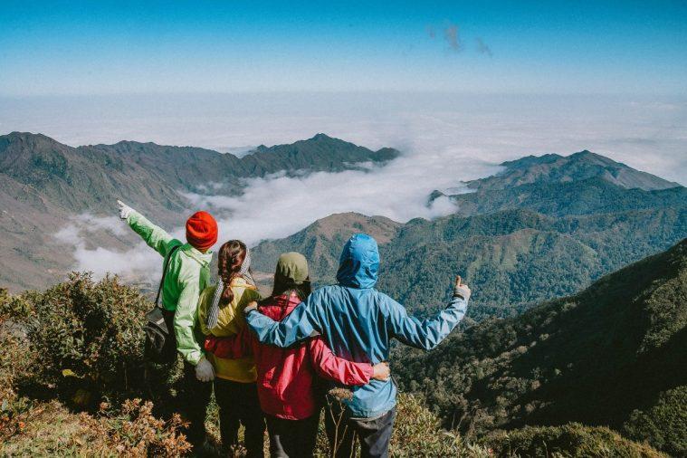4 người săn mây trên đỉnh Chung Nhía Vũ