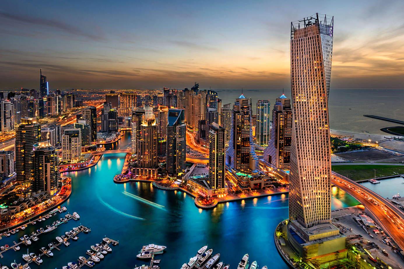 Các tòa nhà cao ốc lung linh về đêm