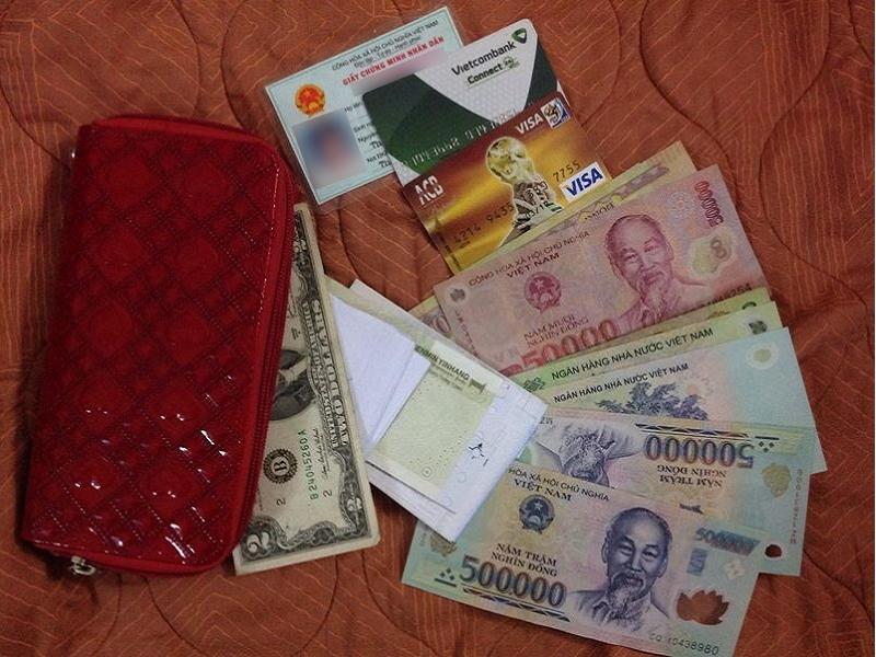 ví tiền thẻ tín dụng và tiền mặt