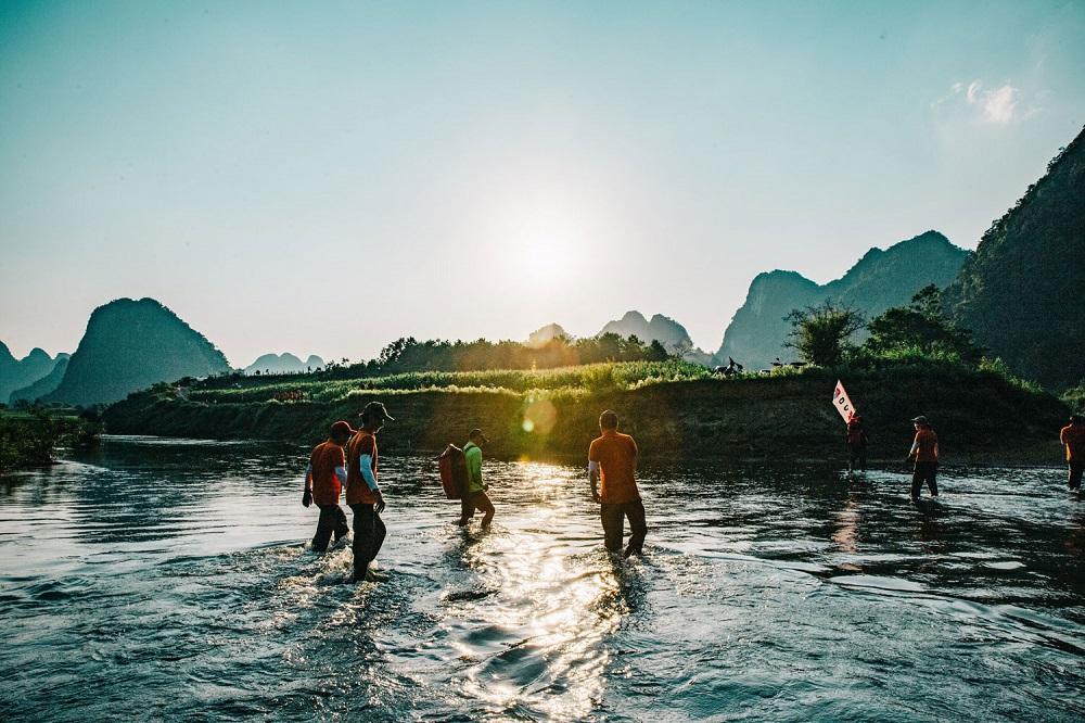 Sông Rào Nan là con sông nhỏ, không quá xiết nên có thể dễ dàng vượt sông.