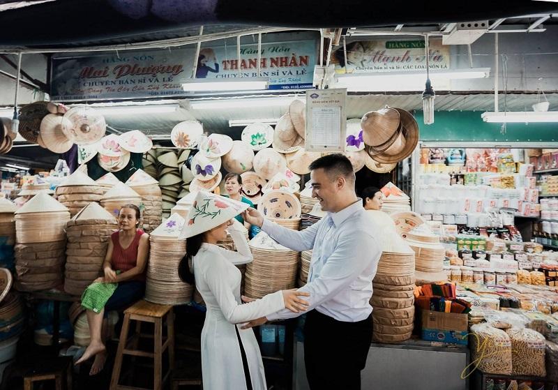 Gian hàng nón ở chợ Đông Ba