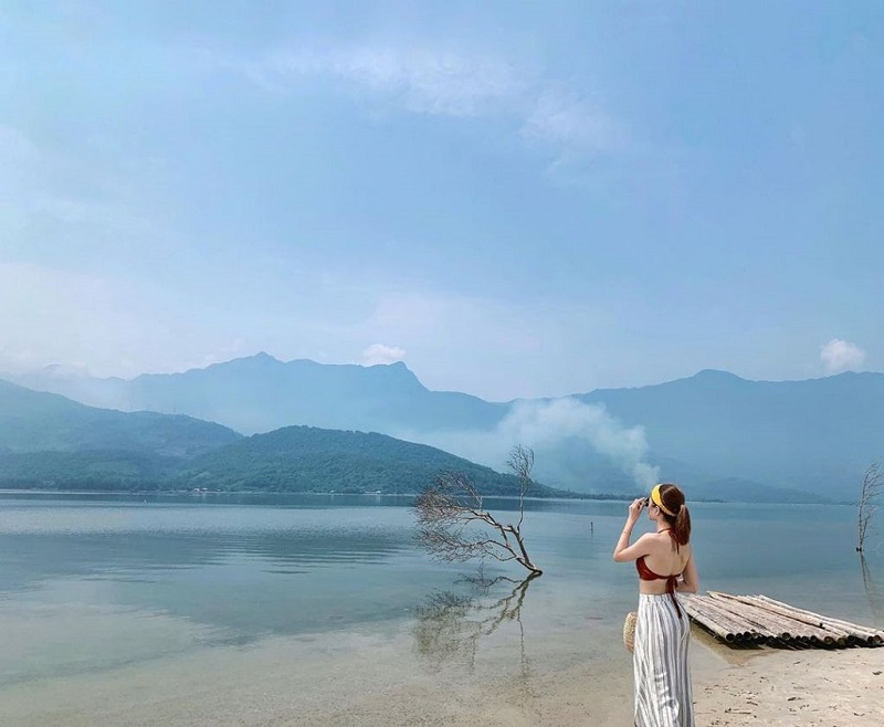 Tha hồ tạo dáng trước biển Lăng Cô Huế