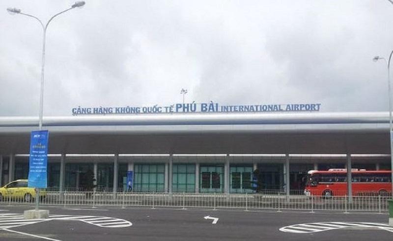 Bên ngoài sân bay Phú Bài Huế