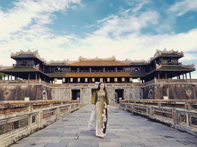 """Nói Huế là mảnh đất cố đô là bởi nơi đây từng là kinh đô của Việt Nam triều Tây Sơn và nhà Nguyễn. Chính bởi một """"quá khứ huy hoàng"""" mà Huế vẫn còn lưu giữ những di sản không thể thay thế của lịch sử."""