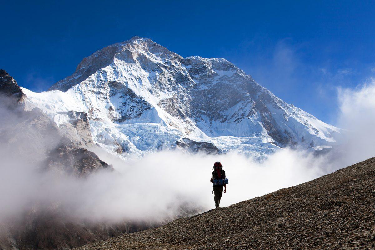 trên đường lên đỉnh Makalu nhiều sương