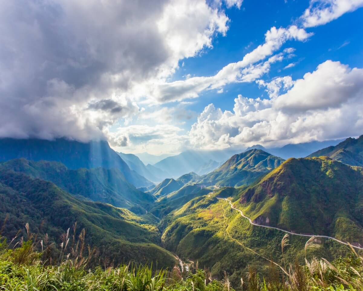biển mây trời xanh và những dãy núi cao trải dài